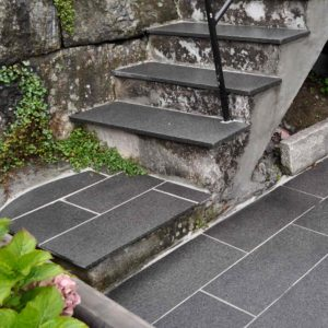smartstone natursteinsflis grå granitt trapp