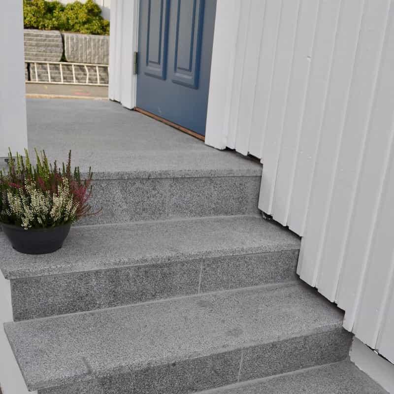 Grå Granitt lagt på trapp